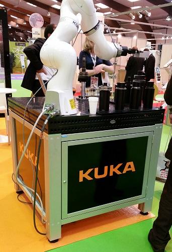 Robot Kuka sur une table Siegmund